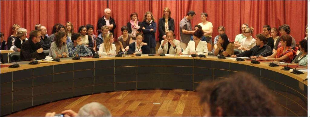 """Théâtre : représentation de """"HH"""", un conseil municipal agité"""